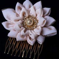 סיכת שיער לכלה בצורת פרח - עיצוב ארנונים של יופי