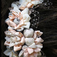 אקססוריז לכלות - תכשיט לשיער מעוטר בפרחים